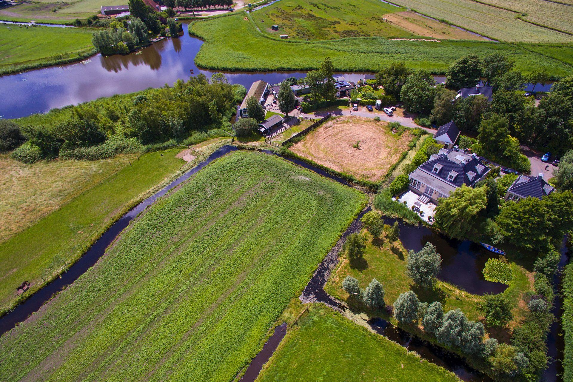 Hoofdfoto Molengouw  Broek in Waterland drone  e